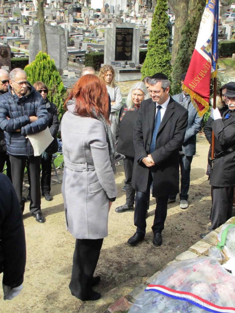 Dépôt de gerbe et recueillement de monsieur Philippe Allouche, directeur général de la Fondation pour la Mémoire de la Shoah