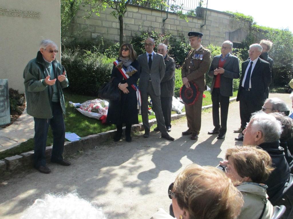 Témoignage de Maurice Zylberstein ancien enfant déporté, en présence de madame Vieu-Charier de la mairie de Paris, monsieur Pascal Joseph, des représentants des ambassades de Grande Bretagne et de la Fédération de Russie.