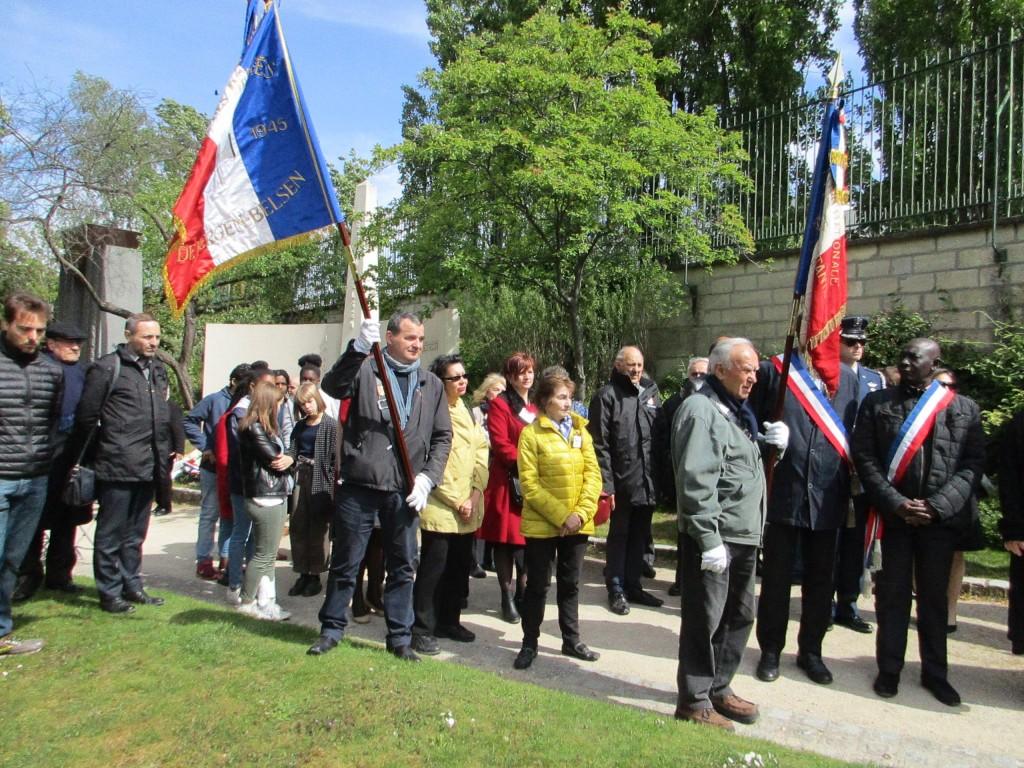 Porte-drapeau de l'Amicale en présence du représentant de l'ambassade des Etats-Unis d'Amérique